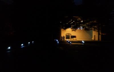 暗闇の中に浮かび上がる博物館